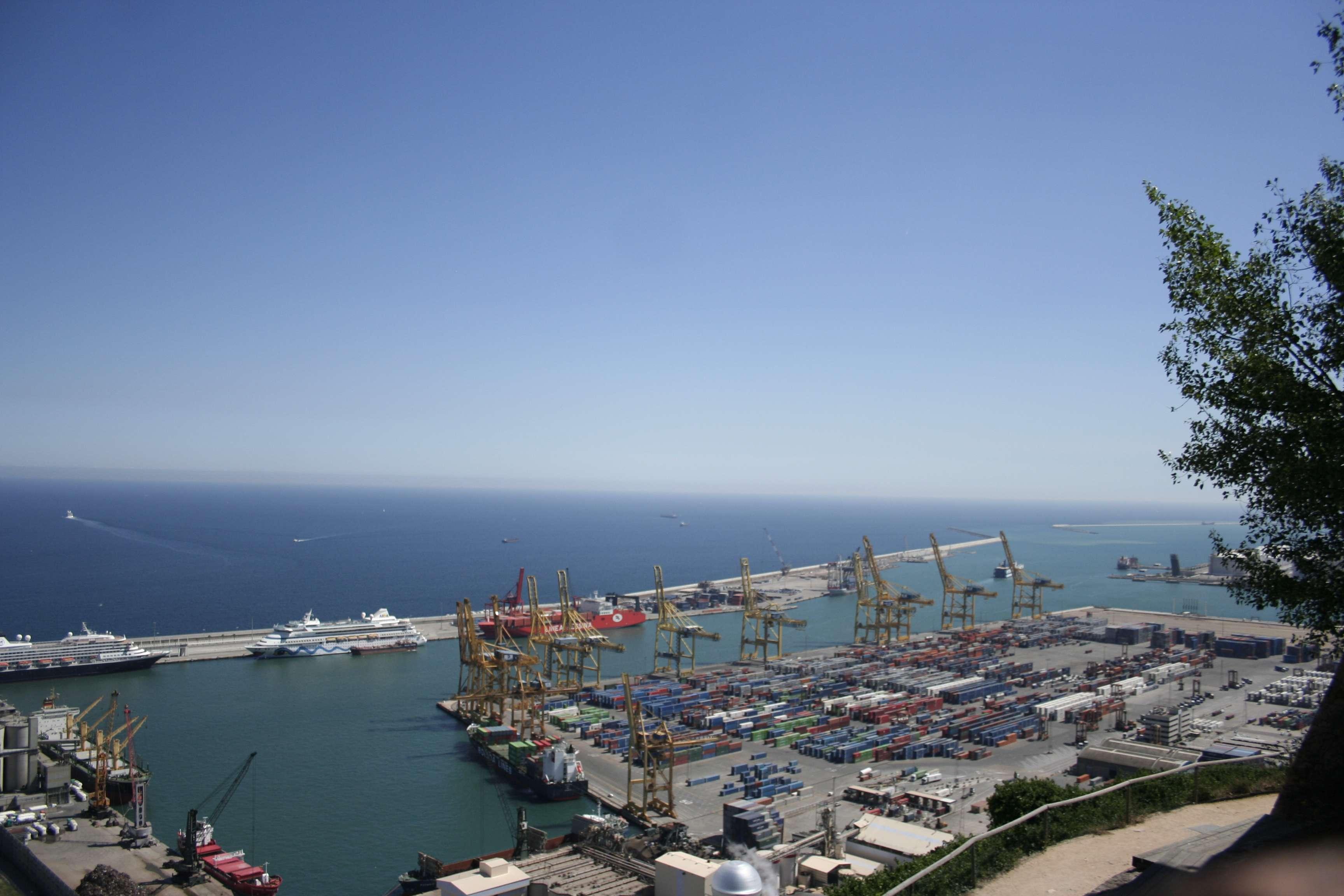 Barcelone mai 2013_0203 Montjuic Le fort vue sur le port