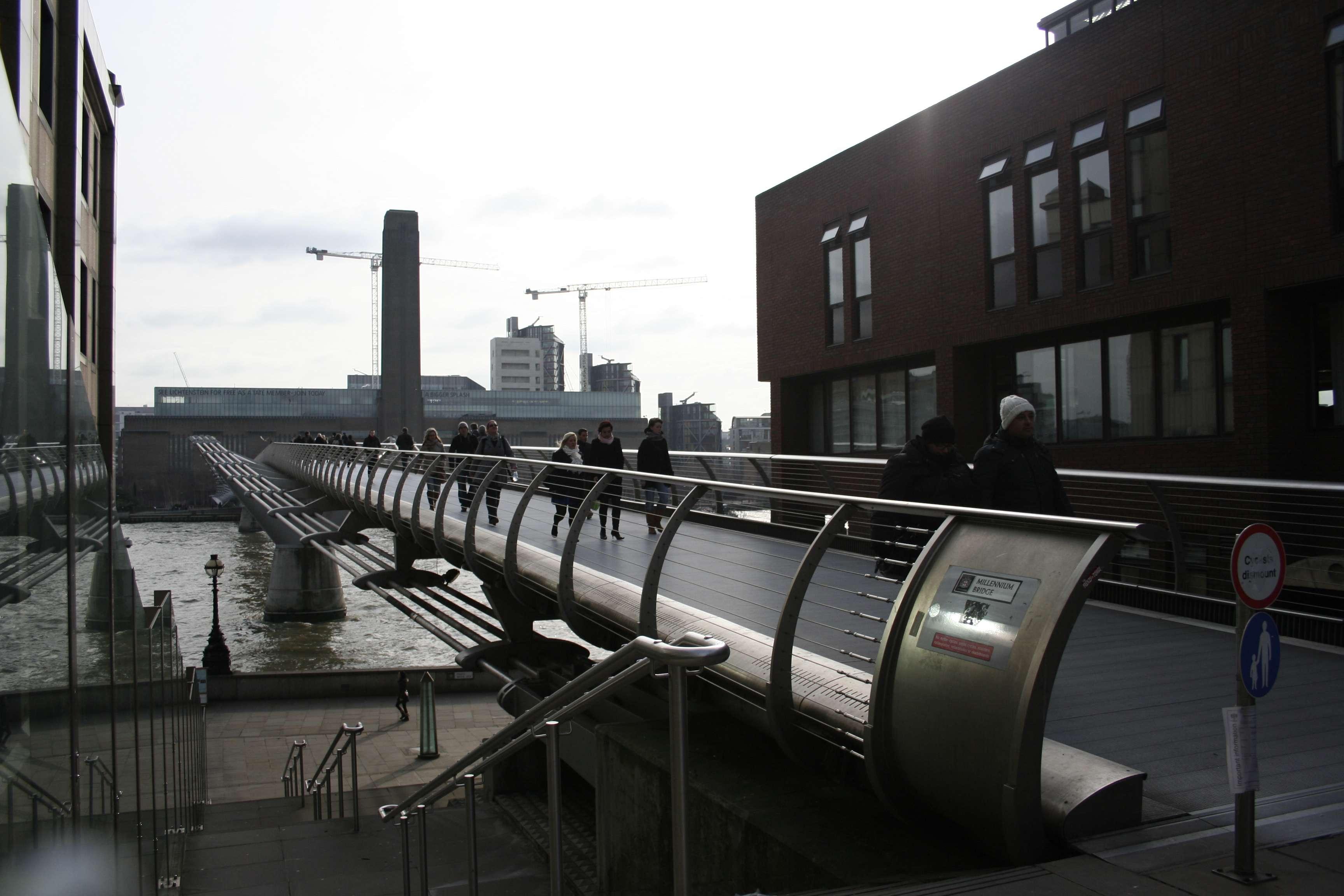 London_0080 millenium bridge