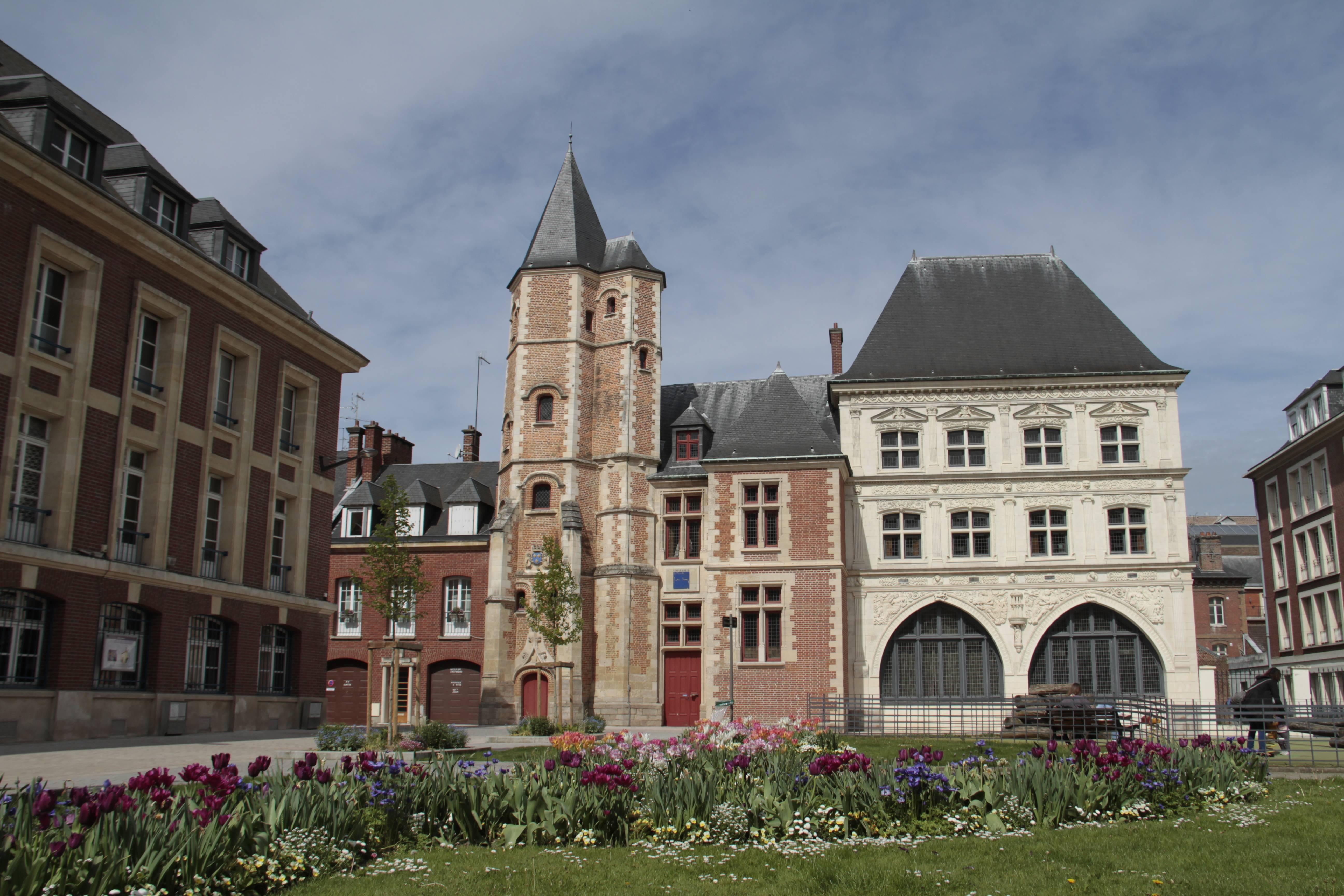 Baie de Somme mai 2015_0004 Amiens logis du Roy et maison du Sagittaire