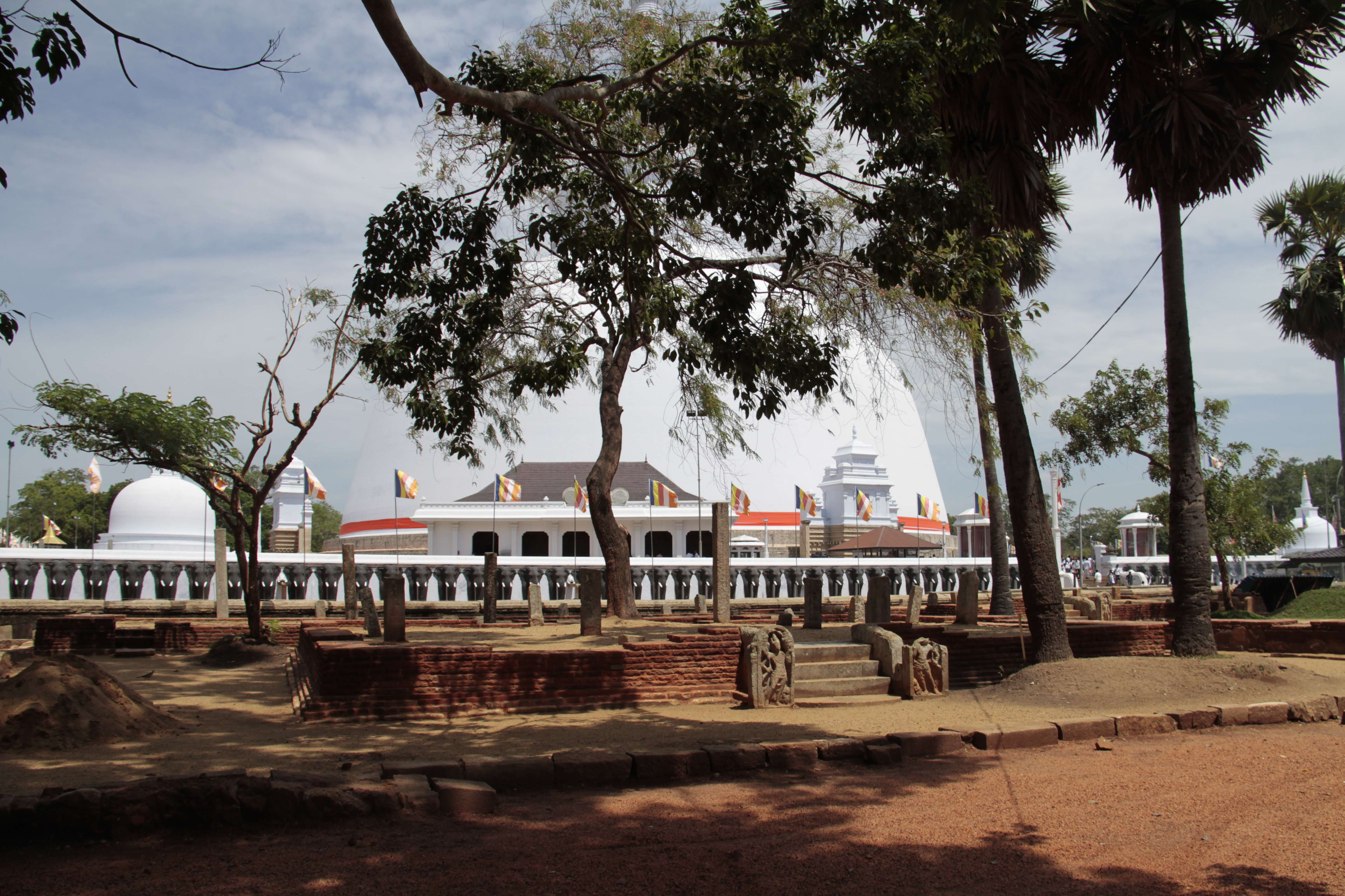 Sri Lanka aout 2017_0315 Anuradhapura Dagoba Ruvanvelisaya