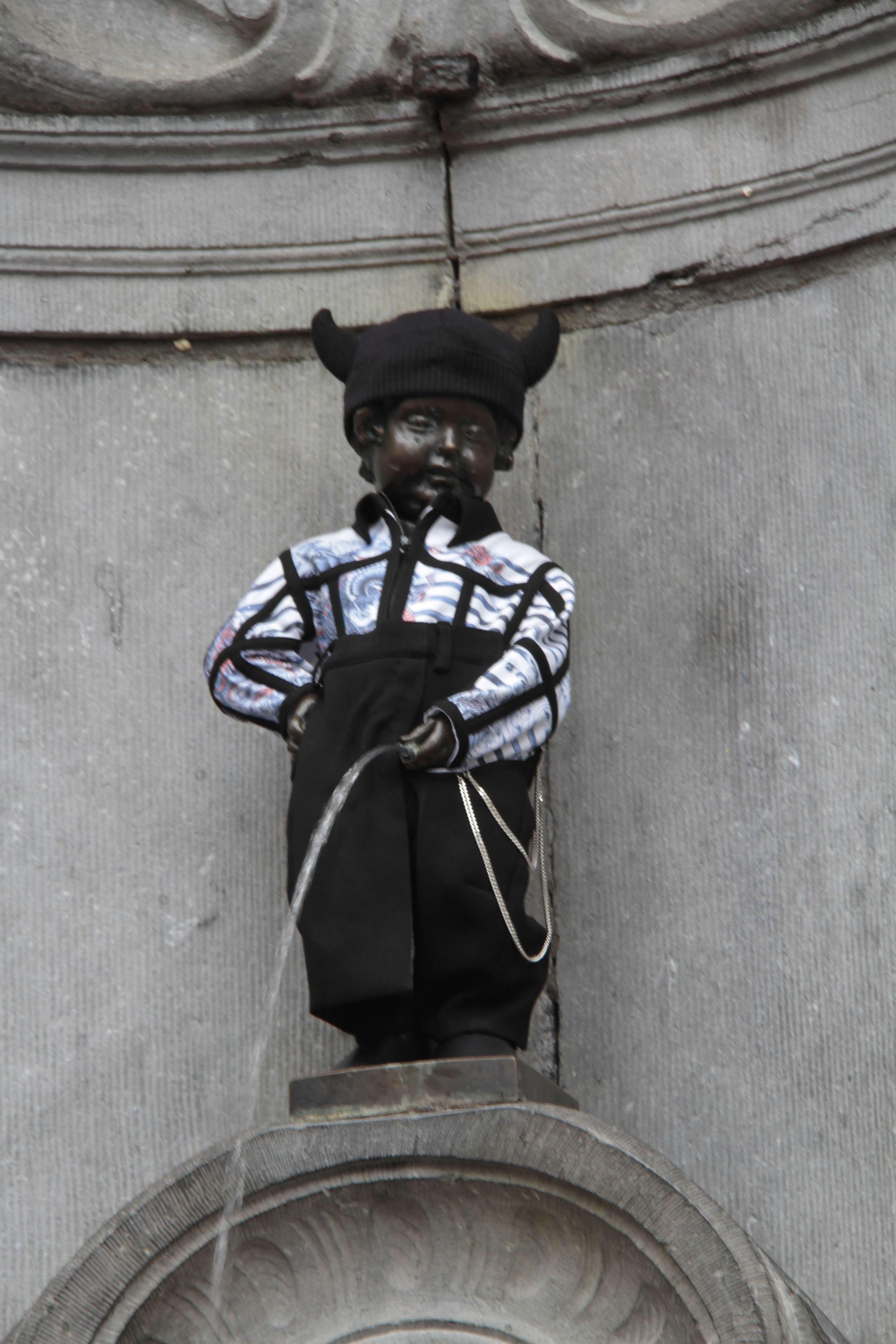 Belgique mai 2015_0263 Bruxelles Manneken Pis Gelgian Pride