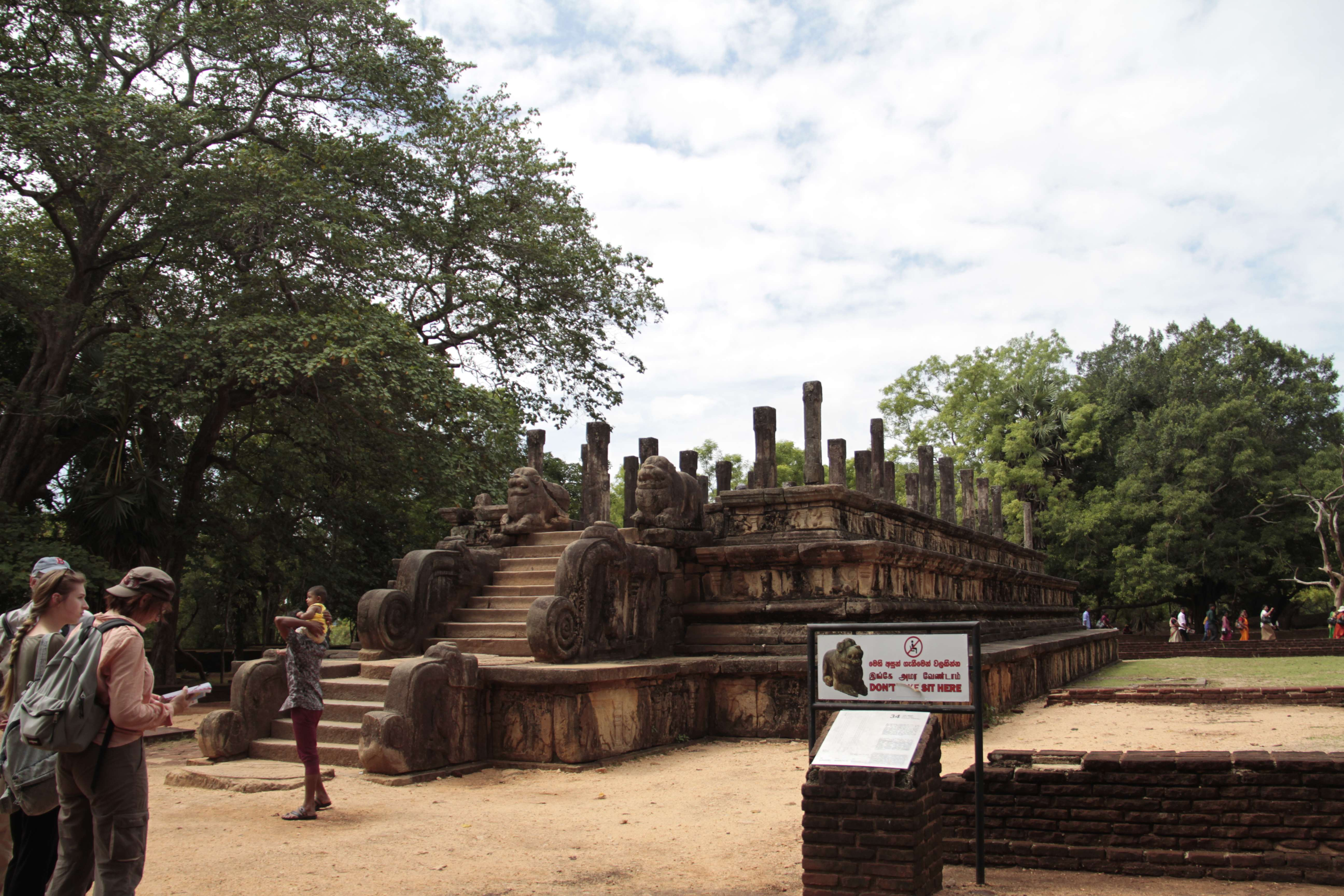 Sri Lanka aout 2017_0251 Polonnaruwa salle du conseil de Parakrama Bahu