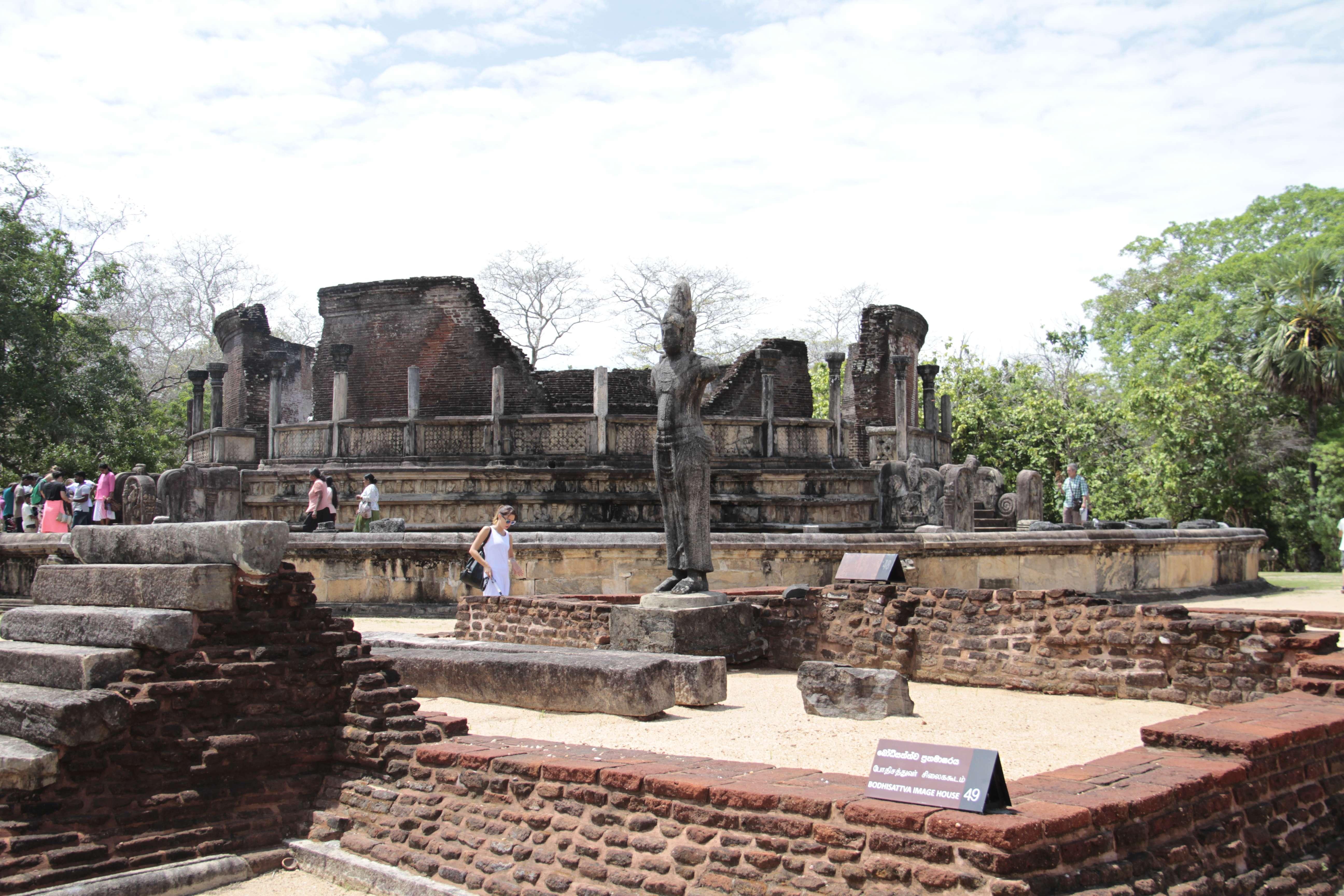 Sri Lanka aout 2017_0267 Polonnaruwa terrasse de la relique de la dent Atadage