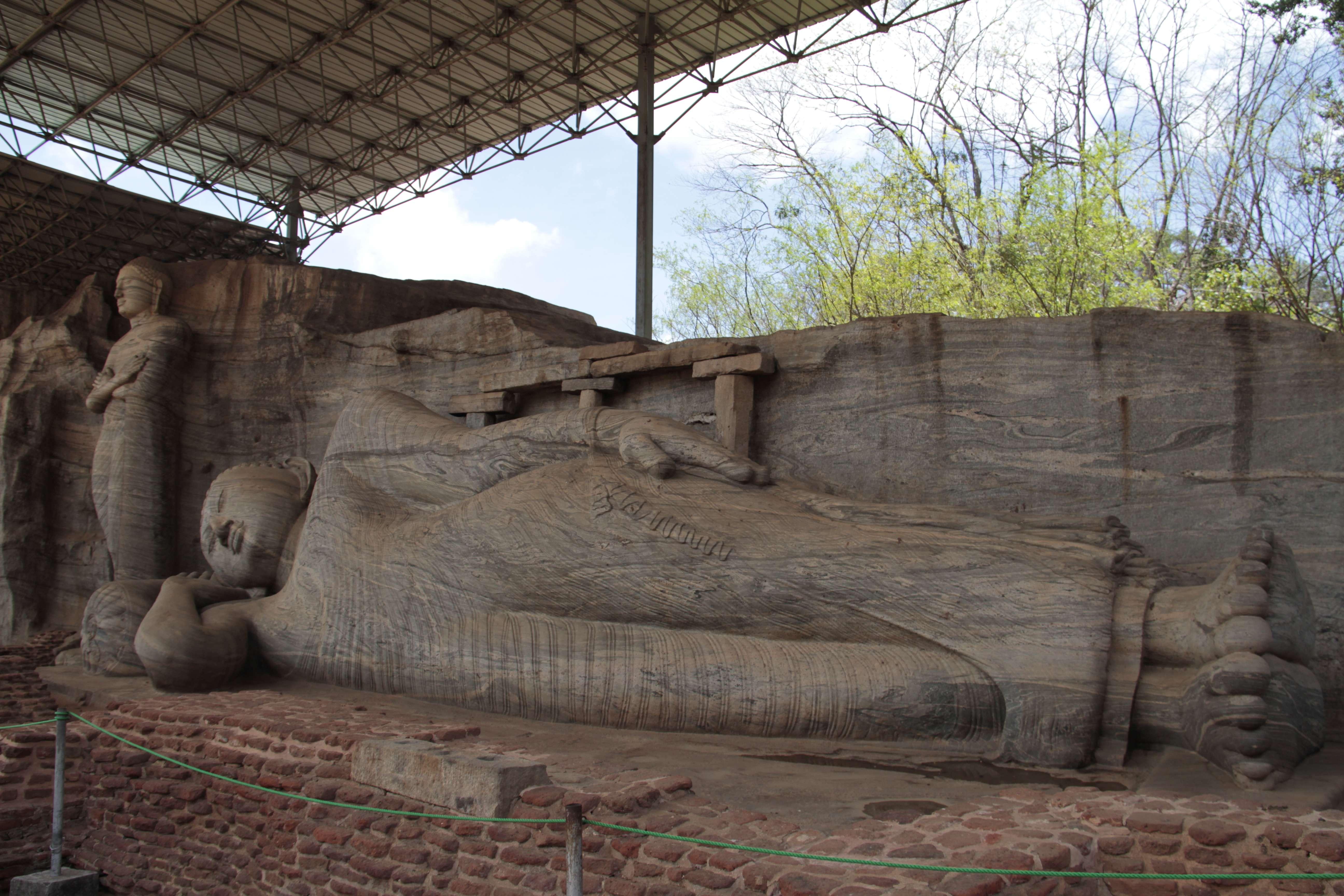 Sri Lanka aout 2017_0300 Polonnaruwa Kalu Gal Vihara
