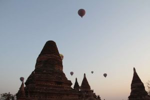 Myanmar fevrier 2019_0384 Bagan Miyinkaba ensemble de stupa et pagodes proches du monatere et du lac